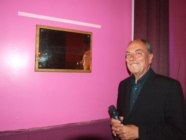 Alun Armstrong unveils the plaque acknowledging the renaming of the Alun Armstrong Theatre in the Civic Hall.