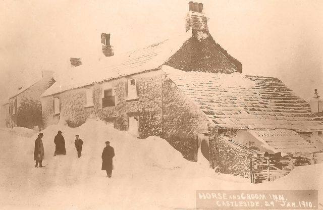bad-snow-days-horse-groom-castleside-small