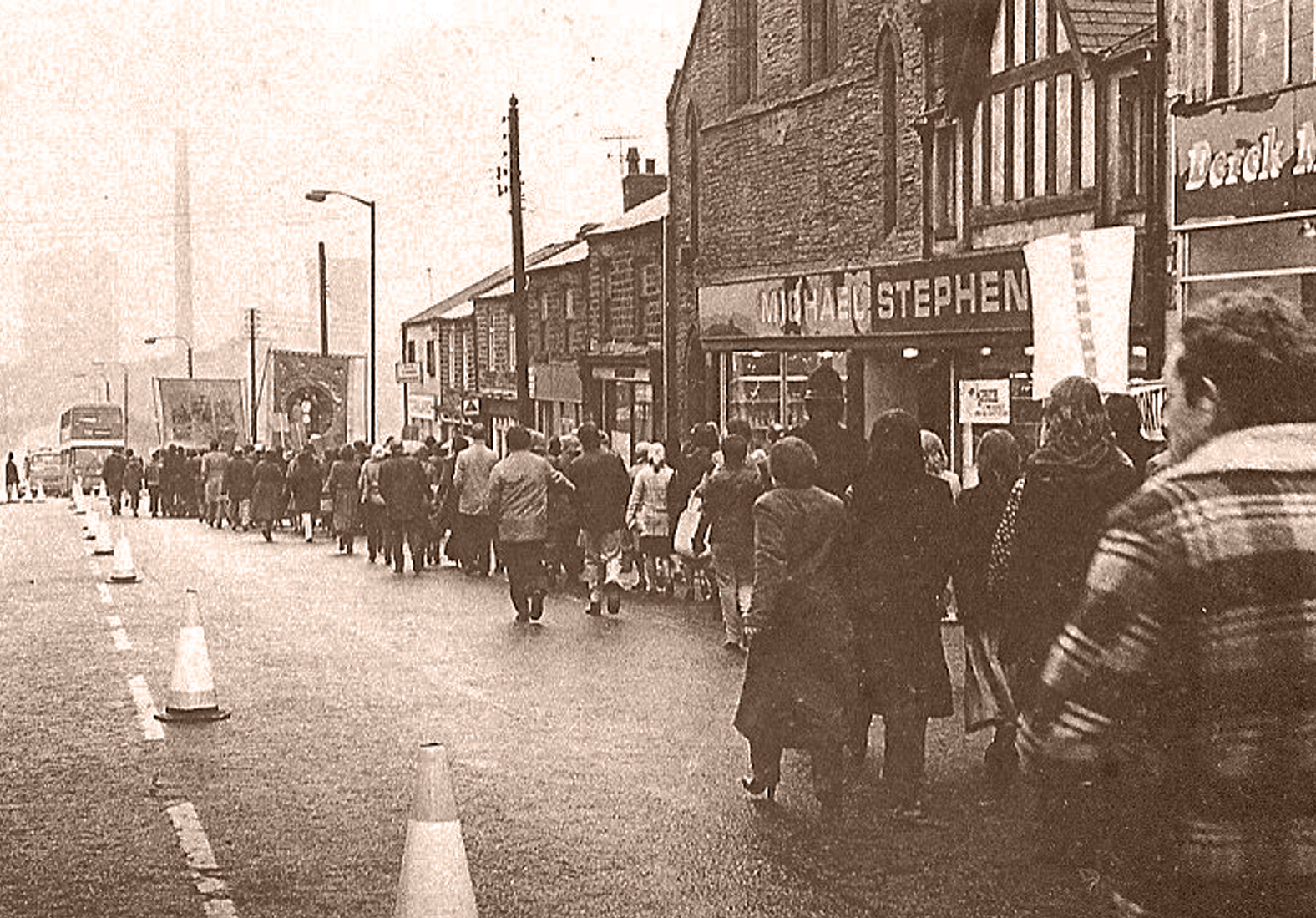 Anti-Closure-March-down-Front-Street-Consett