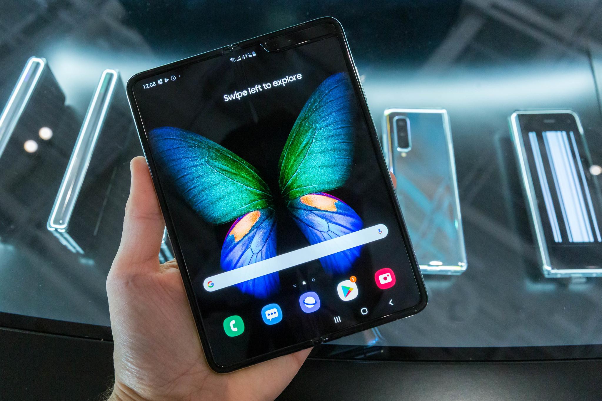 """""""Smartphone-Neuheiten und erste Foldable-"""" (CC BY 2.0) by verchmarco"""
